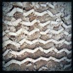 Großflächiges Reifenprofil eines LKW-Reifens