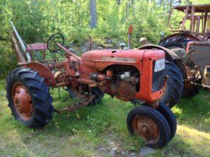 Roter alter Traktor der schwedischen Marke Bolinder Munktell